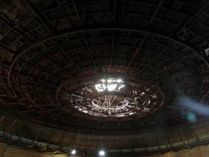 Niedokończona sala konferencyjna w środku